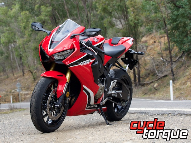 honda cbr1000rr fireblade putty road static