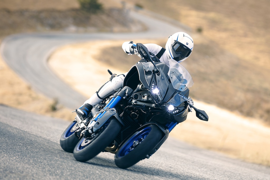 2018 yamaha Niken front three quarter action