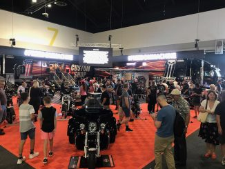 2017 sydney motorcycle show darling harbour harley-davidson display fans