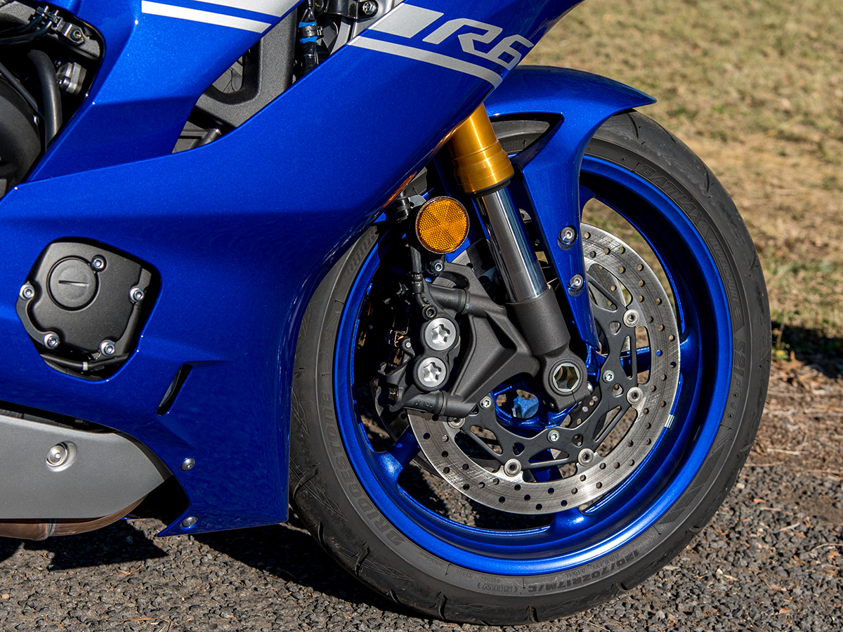 2017 Yamaha YZF-R6 static front end brakes