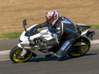2017 Yamaha YZF-R6 action knee down pan left sydney motorsport park