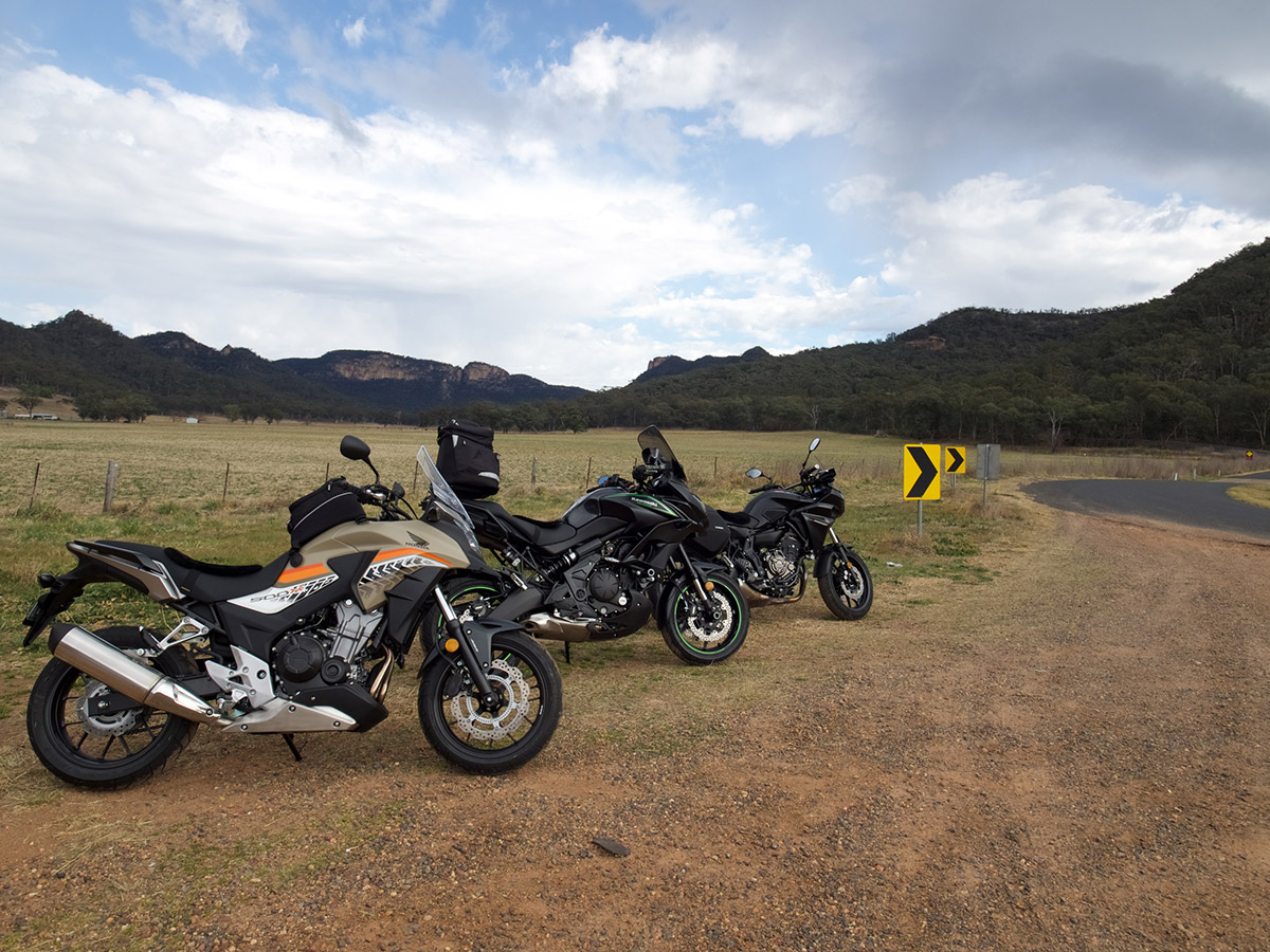 honda cb500x yamaha tracer 700 kawasaki versys 650 dual sport adventure static three bike side of road