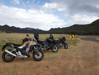 honda cb500x yamaha tracer 700 kawasaki versys 650 dual sport adventure static three bike side of road